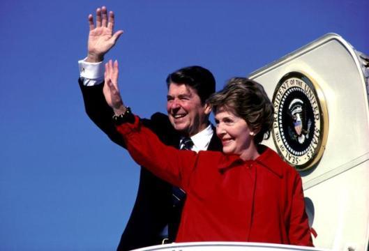 Ronnie and Nancy wave goodbye 2036377dk003-reagan
